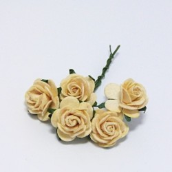 Papírová růžička 2cm, pastelově žlutá, 5ks