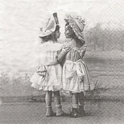 Dvě děvčátka v kloboucích 33x33
