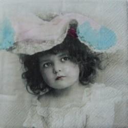 Dívka v klobouku 33x33